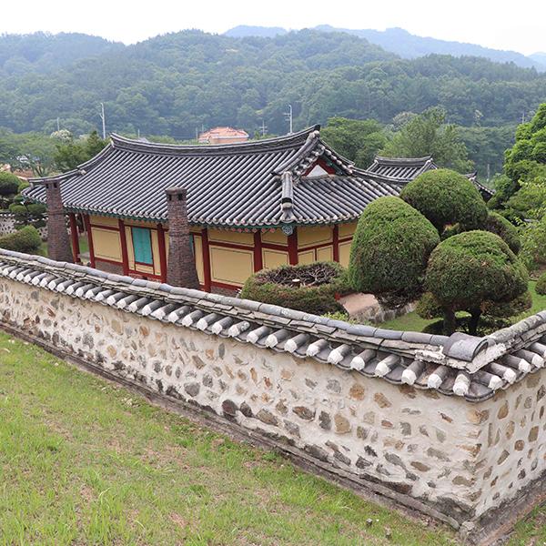 대청호 오백리길에서 만나는 충암 김정 선생 묘소