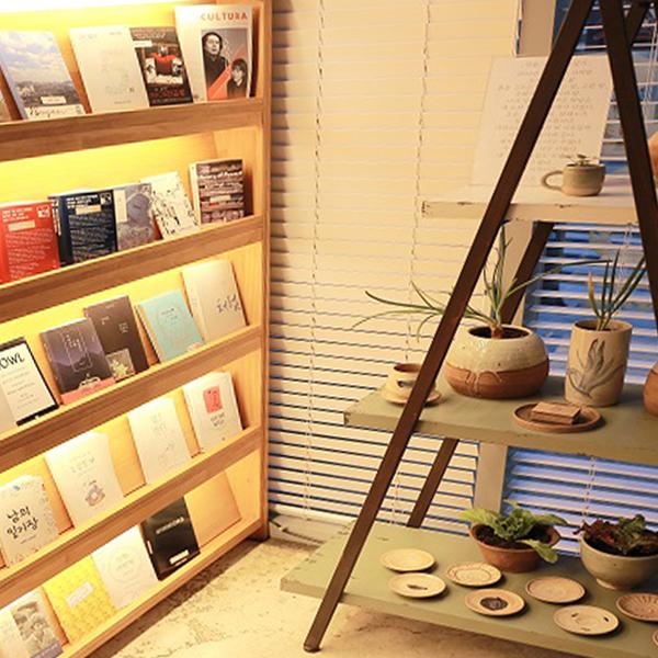 광장동 북 카페 '열음'에서 열린 그릇 전시회
