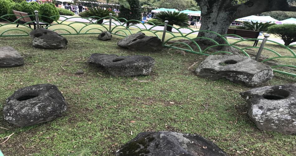 항몽유적지에서 출토된 돌쩌귀