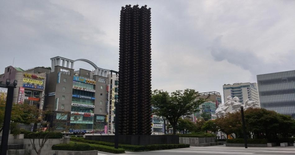 천안 아라리오 조각공원의 작품